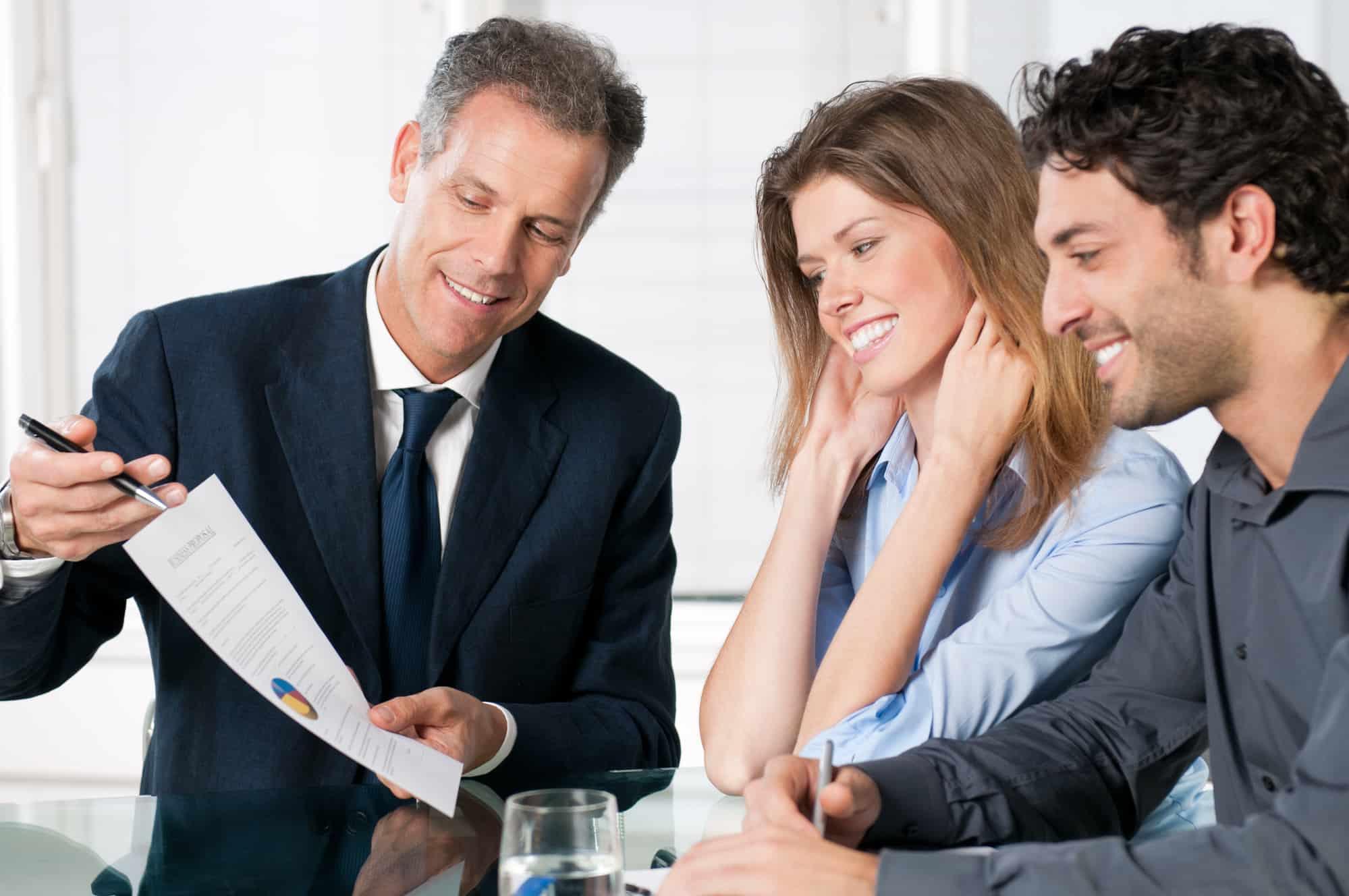 Geschäftliches Gespräch mit 3 Personen